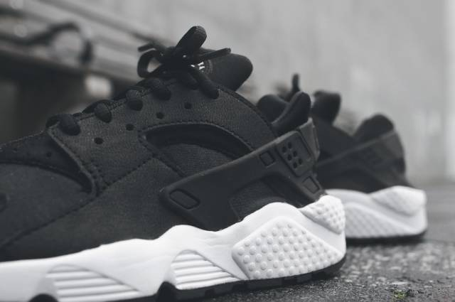 Product Womens Nike Air Huarache Blkblkwht Oreos Just For Nike Air Huarache Outlet
