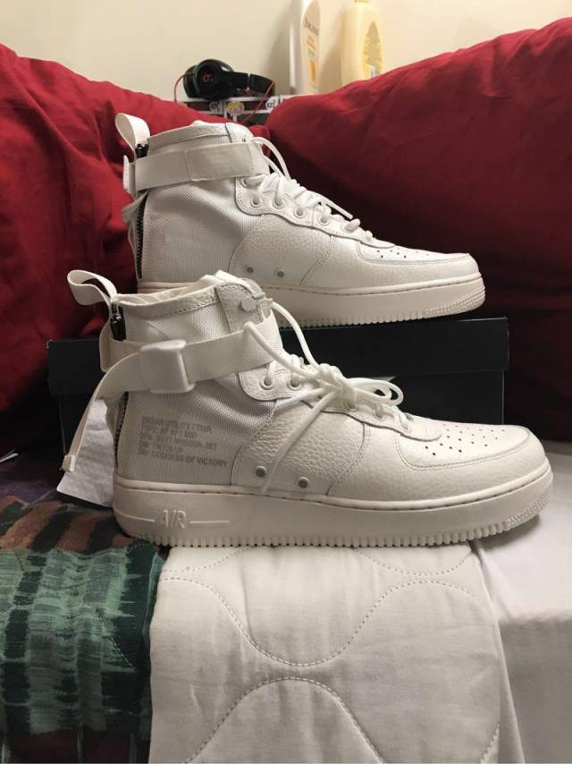 super popular dc1d5 dfb61 Nike Air Force Ones SF Mid Triple Ivory
