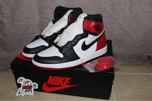 Air Jordan 1 Retro High OG - Black Toe