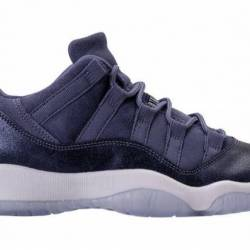Air jordan 11 low gs blue moon...