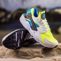Nike air huarache run se neon ...