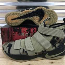 Nike lebron soldier xi 11 shoe...
