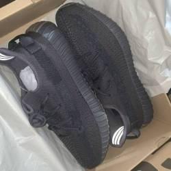 Yeezy boost 350 v2 cinder black